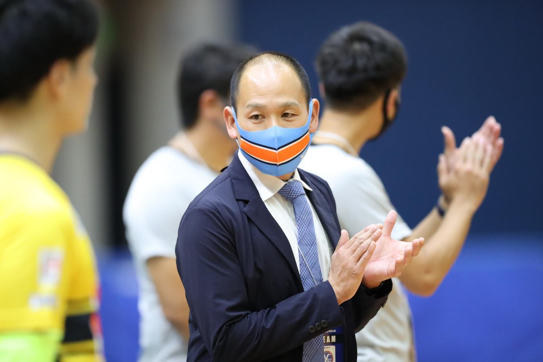 Y.S.C.C.横浜が前田佳宏監督との契約更新を発表。F2時代から数えて4シーズン目を迎える!「選手達と共に圧倒的な成長をみせ、皆様の期待に応えられるシーズンにしていきます」